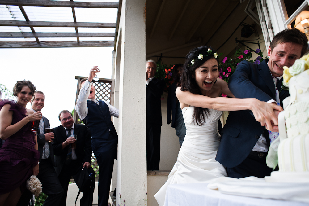 Cutting the cake wedding photos