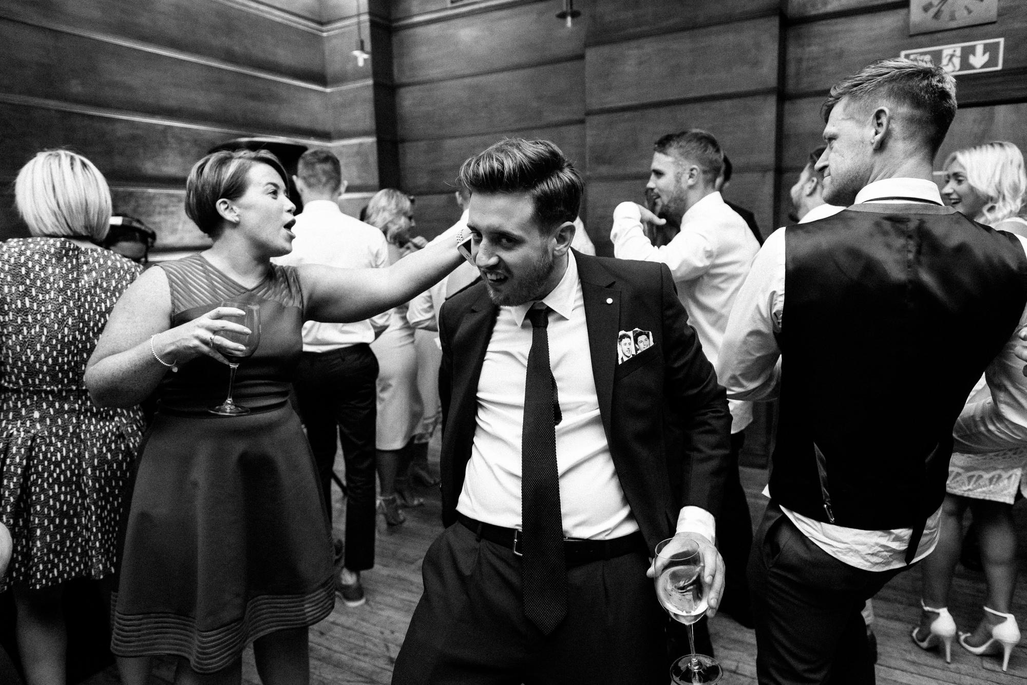 town-hall-hotel-london-wedding-95